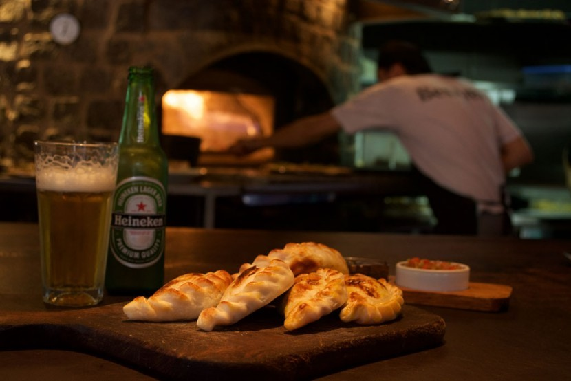 besares-pizza-empanadas-830x554